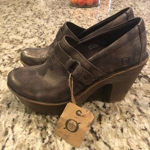 NWT born metallic leather bootie size 6